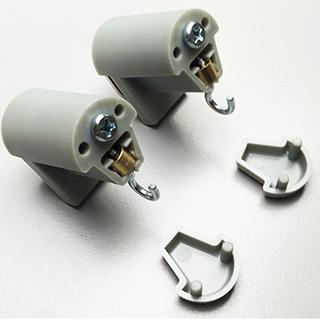 Klemmträger (Paar) in grau mit Haken zur Montage von Bambusrollo, -rollup mit Dreieck-Ösen<br/>Lieferzeit: ca. 2 Werktage